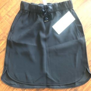 Lululemon on the fly woven skirt 4 NWT black